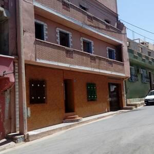 Ain-temouchent-Immobilier-A-Vendre-maison(ou-villa)-Non-Meublé-8-Pièce(s)