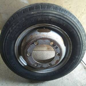 Boumerdes-Vehicules-Pieces-jantes-avec-pneus-pirelli