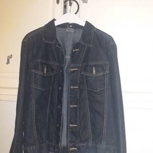 Tizi-ouzou-Mode-Beaute-veste-en-jean