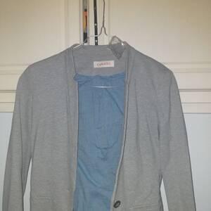 Tizi-ouzou-Mode-Beaute-veste-classique-grise